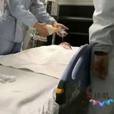 男婴吸食葡萄被噎窒息!异物进喉请记住这个方法,能救命!